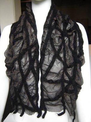 Sjaal, 2009, gevilte wol, zijde