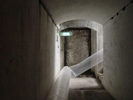 opblaasvolume, fort Spijkerboor, 2011, Nederland,plastiek folie 16mx6mx6m