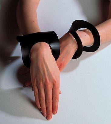 Armband,1983, zwart rubber